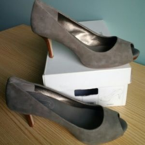 Banana Republic SMOKE Nubuck Gray/Grey Heels 8M